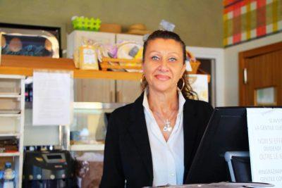 Anna ti aspetta in cassa presso la caffetteria
