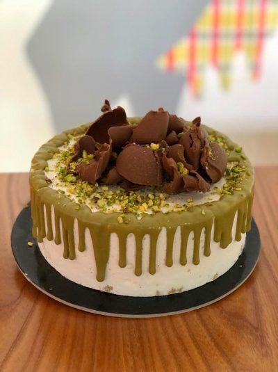 Torta con pistacchio e scaglie di cioccolato