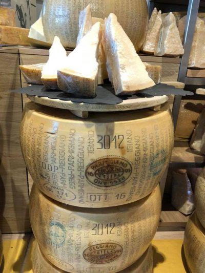 Il parmigiano saporito e stagionato nella nostra Bottega
